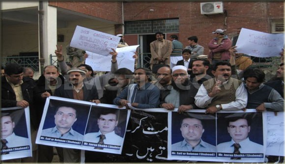 Peshawar journalists protest