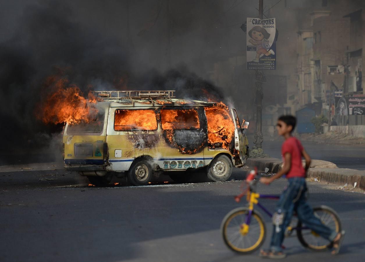 Newspaper trucks, latest target of anti-media violence in Pakistan?